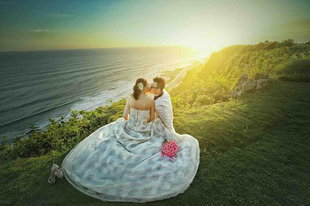 Cliff Romance | Twins Photography Bali.jpg